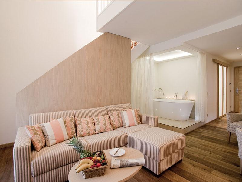 Honigmond-Suite-Couch