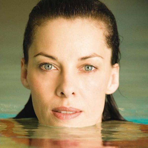 Frau-im-Pool