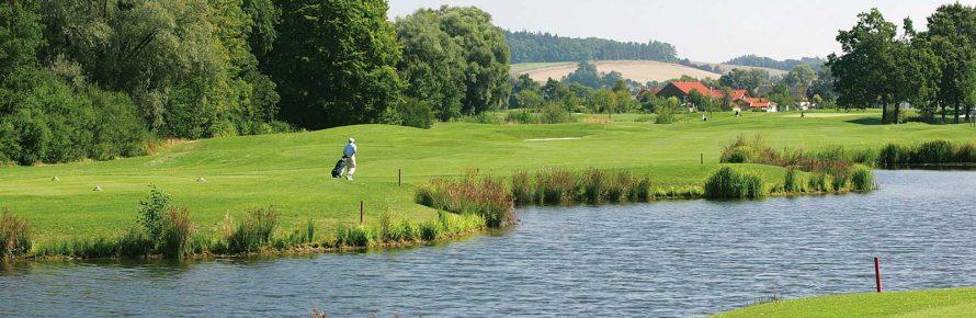 Porsche-Audi-Golf-Course-Wasserlauf