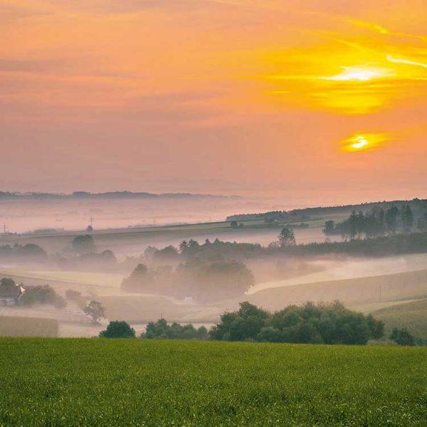 Rottal-Sonnenaufgang-im-Nebel