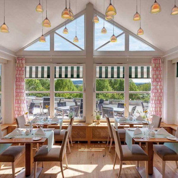 Sonnengut-Restaurant-Fensterfront